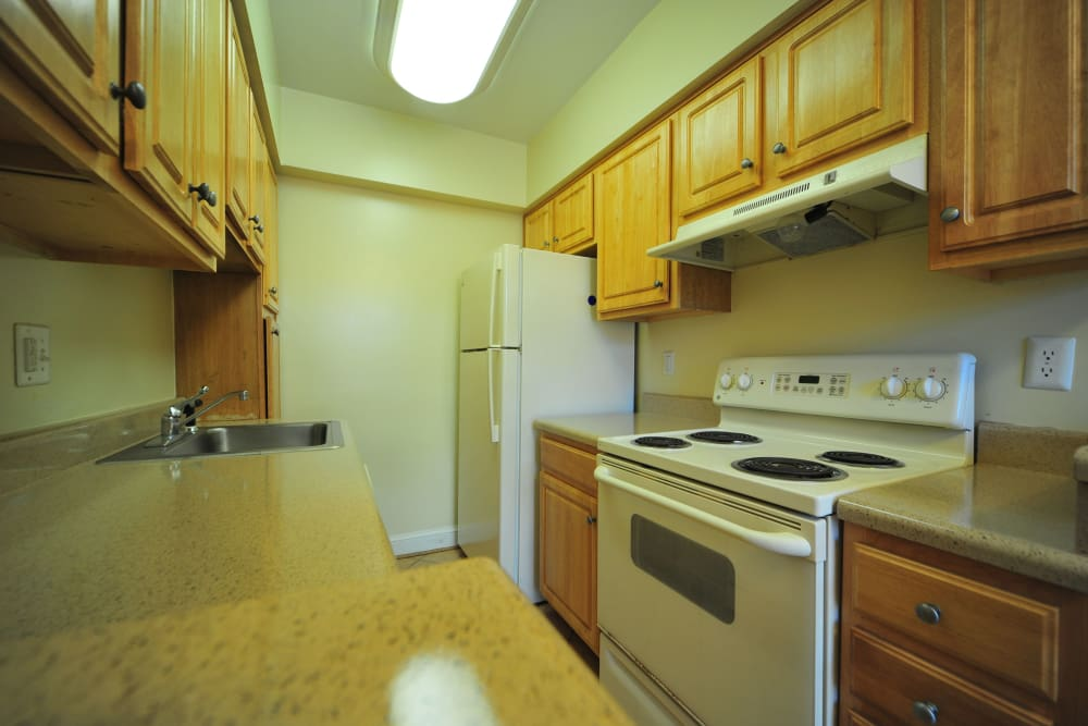 Fully equipped kitchen at Montgomery Arms Apartments