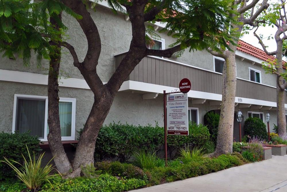 Exterior façade at Vista Pointe II in Studio City, CA