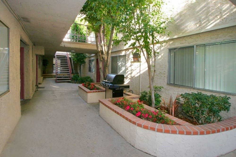 Court yard at Vista Pointe II in Studio City, CA