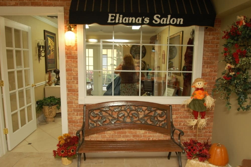 Little shop with bench at Grand Villa of Altamonte Springs in Florida