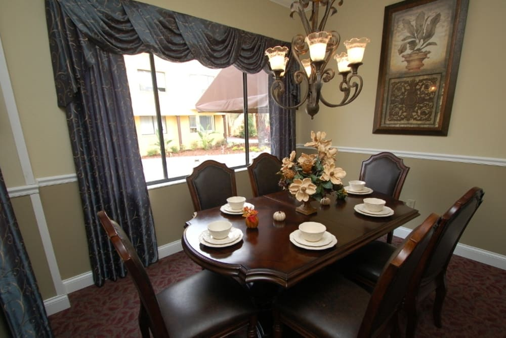 Dining table at Grand Villa of Altamonte Springs in Florida