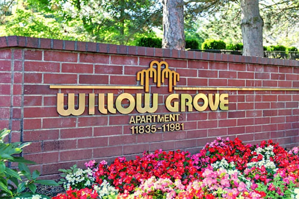 Sign at entrance to Willow Grove Apartment Homes in Beaverton, OR