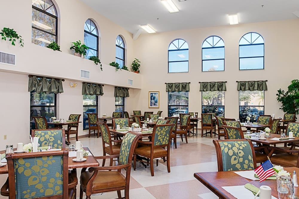 Dining hall at Grand Villa of Englewood in Florida
