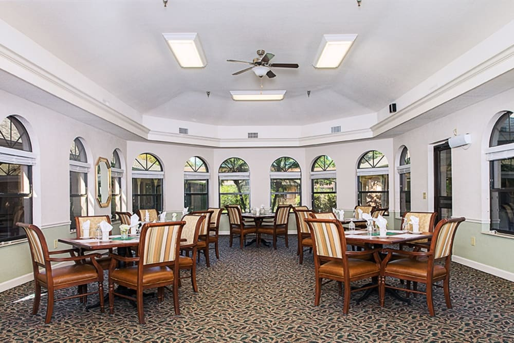 Dining area at Grand Villa of Englewood in Florida