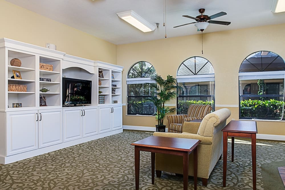 TV area at Grand Villa of Englewood in Florida