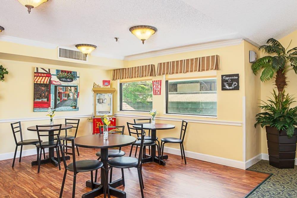 Dining area at Grand Villa of Ormond Beach in Florida