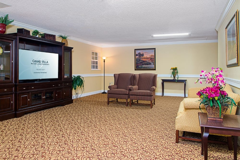 Common room with TV at Grand Villa of Delray East in Florida