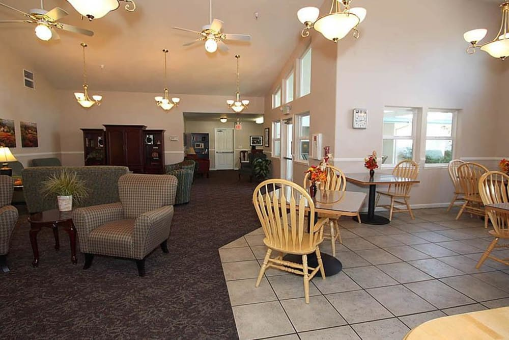 Community lounging area for residents at Oak Terrace Memory Care in Soulsbyville, California