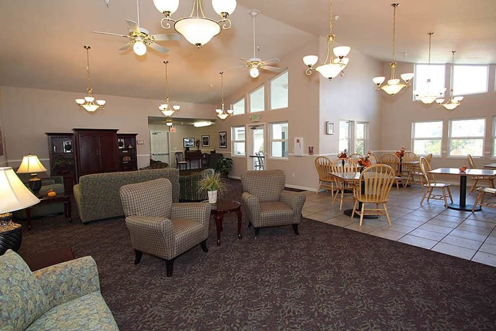Lounge area with tons of natural light at Oak Terrace Memory Care in Soulsbyville, California
