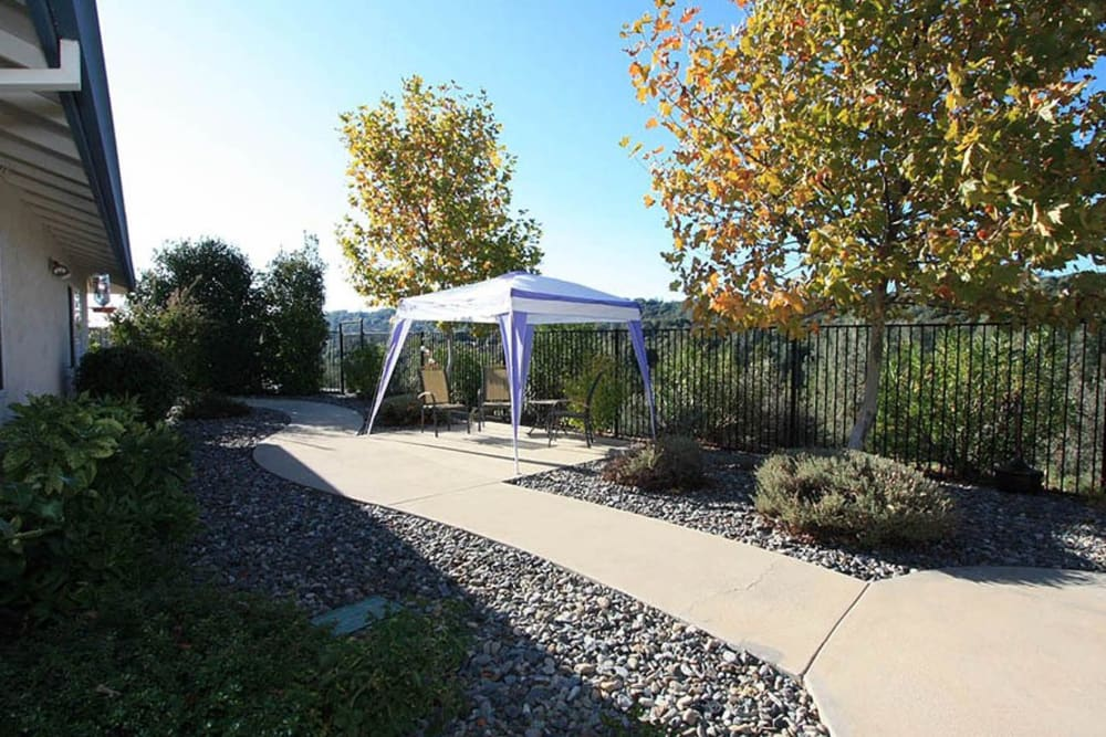 Outdoor walking area and tent at Oak Terrace Memory Care in Soulsbyville, California