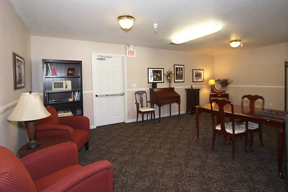 Community seating area for games at Oak Terrace Memory Care in Soulsbyville, California