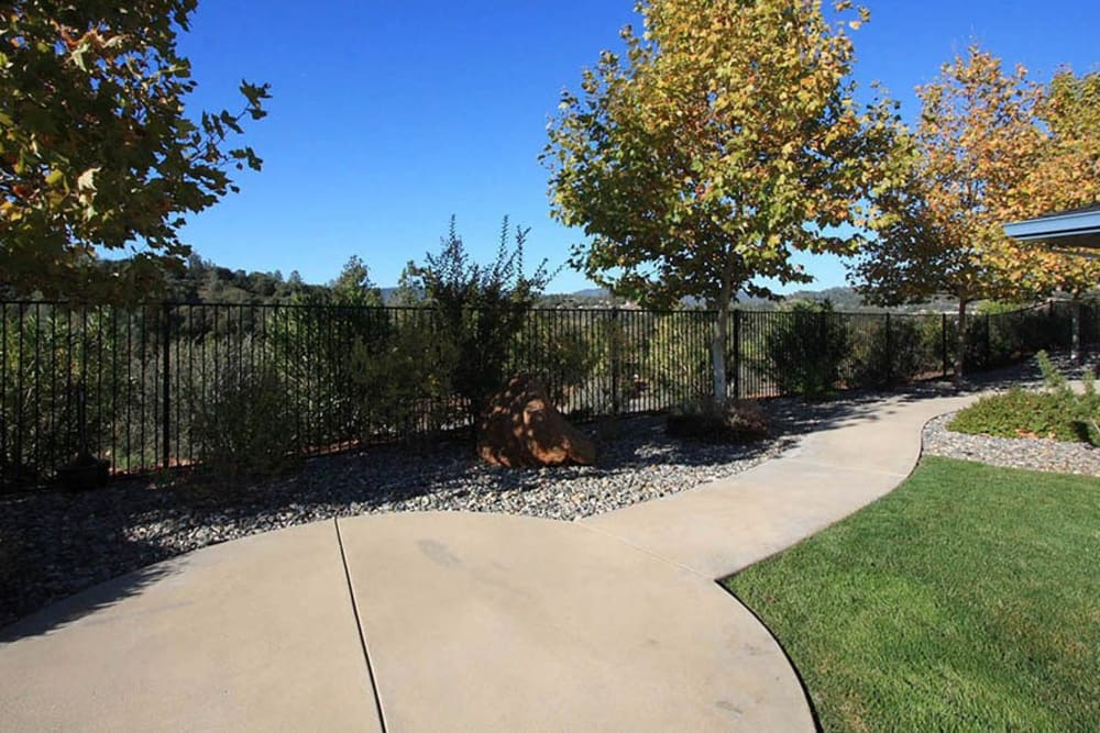Outdoors area at Oak Terrace Memory Care in Soulsbyville, California