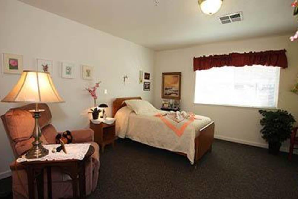 Residential bedroom at Oak Terrace Memory Care in Soulsbyville, California