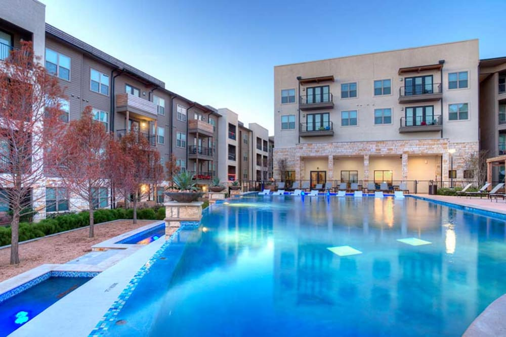Beautiful swimming pool at Axis at The Rim in San Antonio, Texas