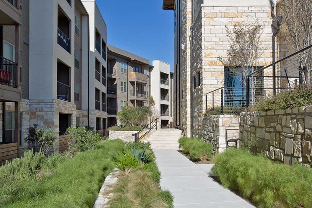 Take stroll through the beautiful property of Axis at The Rim in San Antonio, Texas