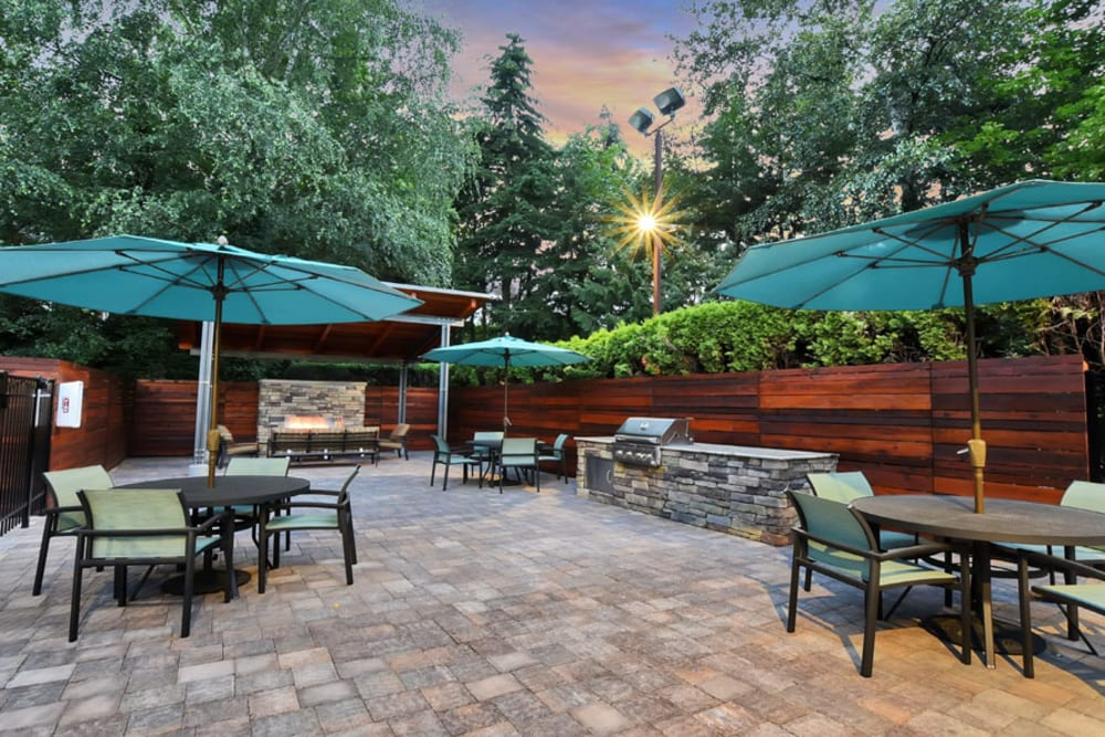 Outdoor BBQ Area at Maple Glen Apartments in Mountlake Terrace, Washington
