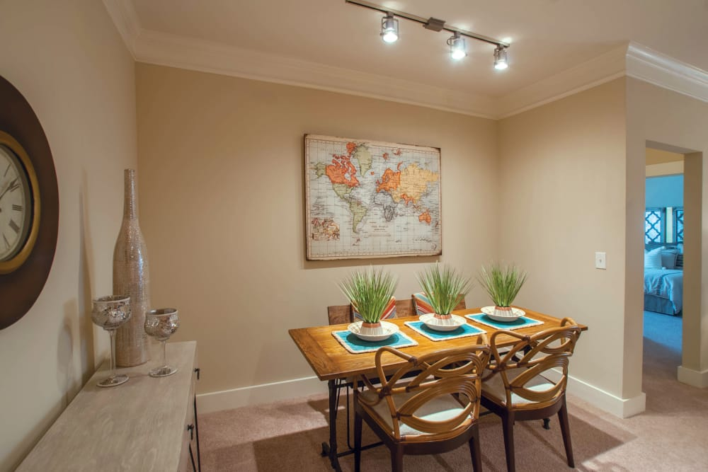 Dining area at Panther Riverside Parc Apartments in Atlanta, GA