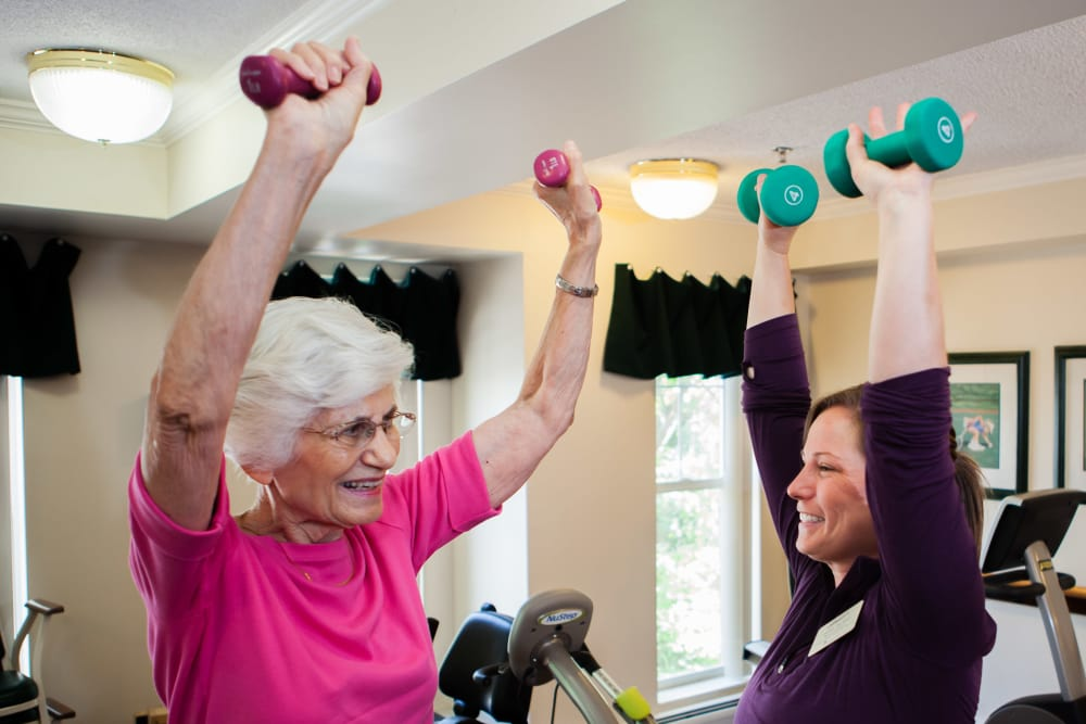 Dedicated fitness coordinator assisting resident at Someren Glen