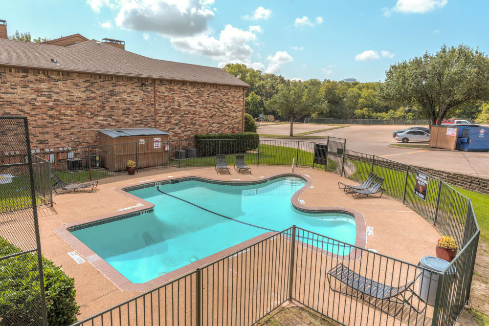 Luxury swimming pool at Stone Ridge Apartments
