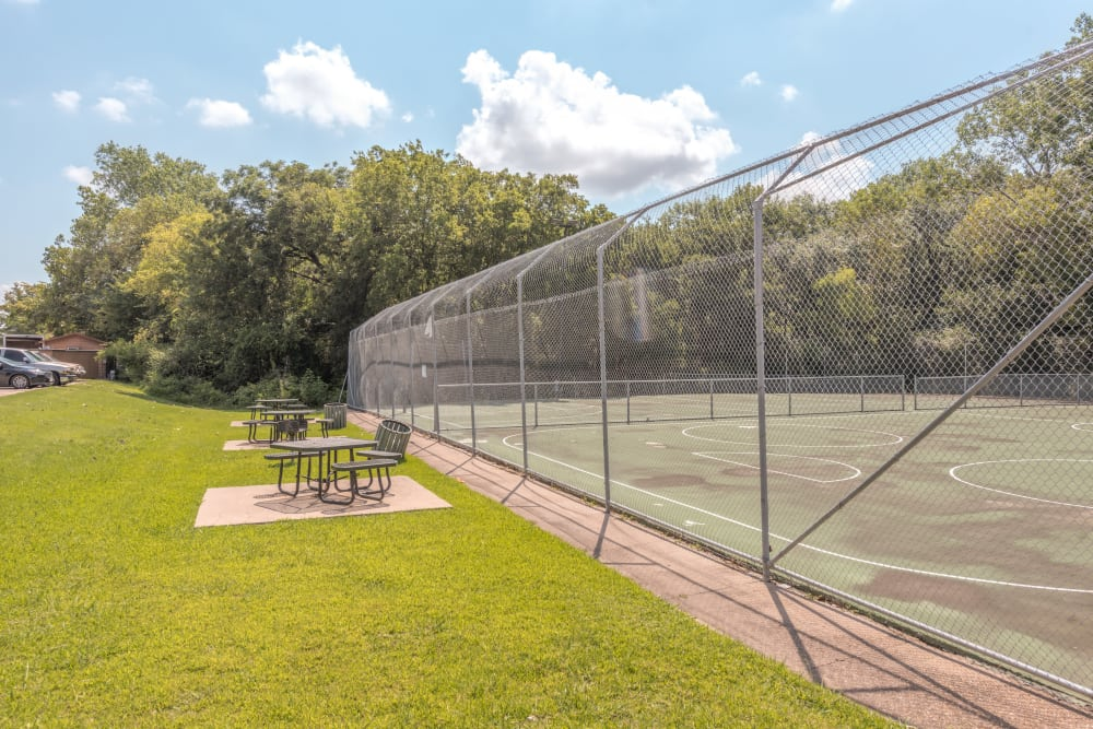 Tennis court at Stone Ridge Apartments