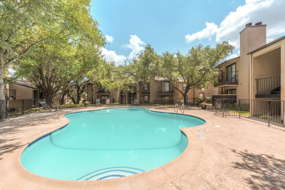 Luxurious Pool at Wooded Creek