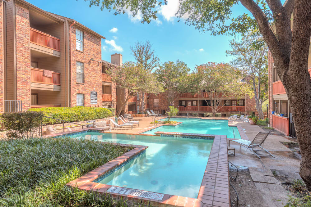 Luxurious Pool at Churchill Crossing Apartments