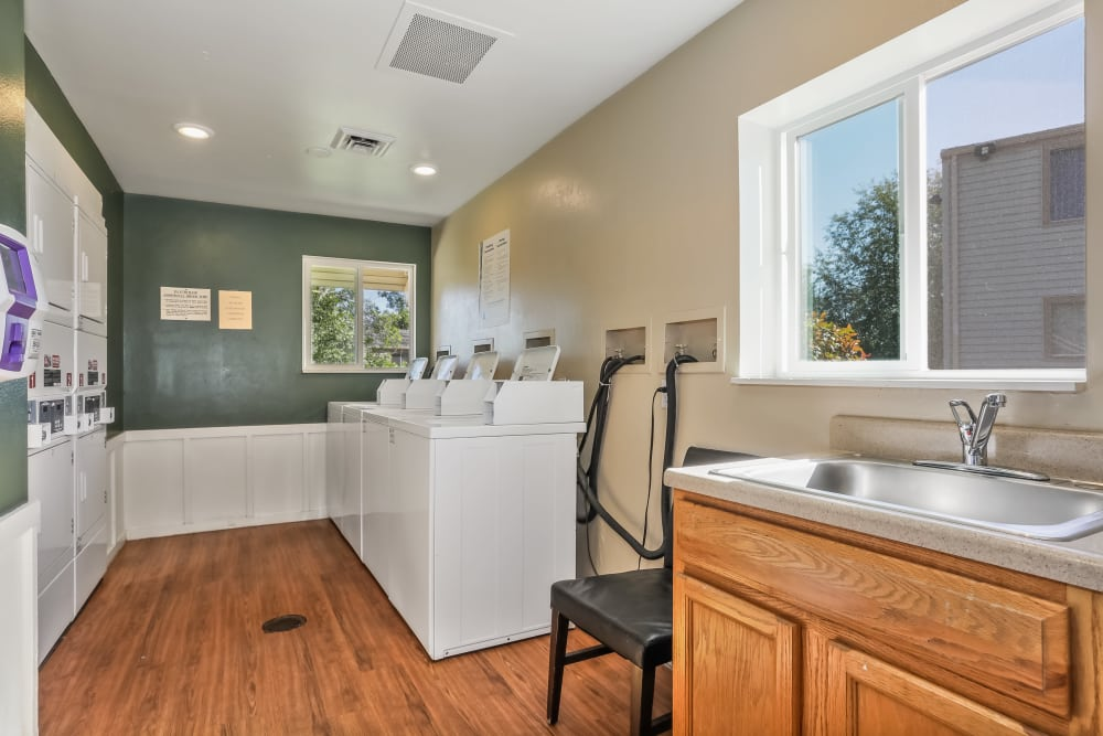 laundry facilities at Heritage Park Apartments