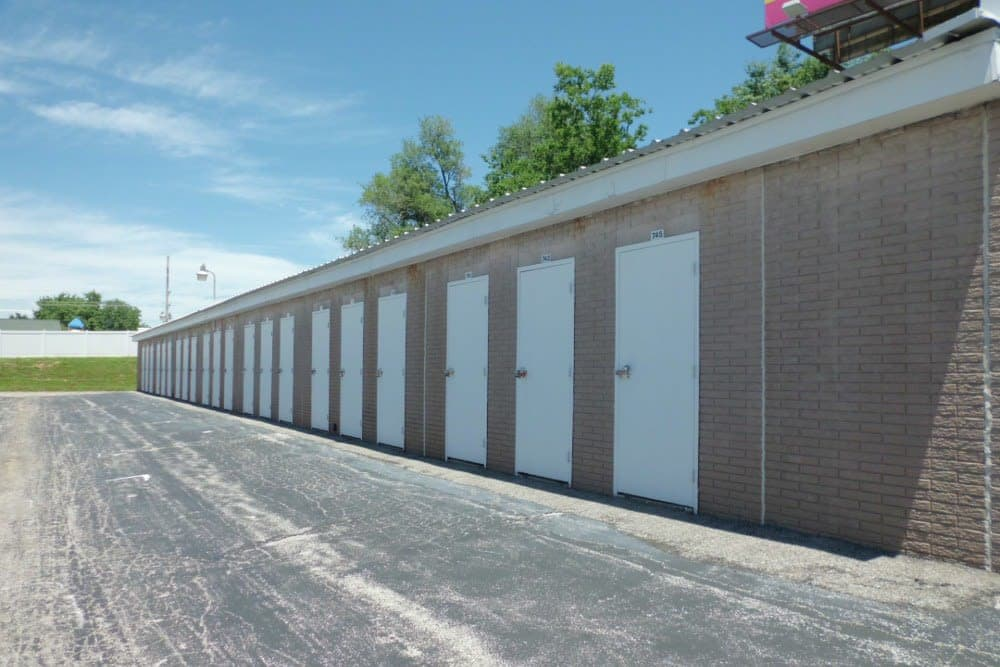 A Storage Inn - Highway 94 units in Saint Charles