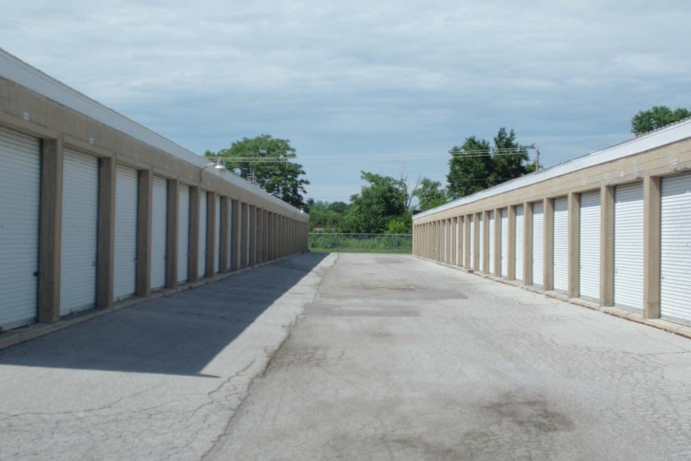 Drive-up units at A Storage Inn - O'Fallon