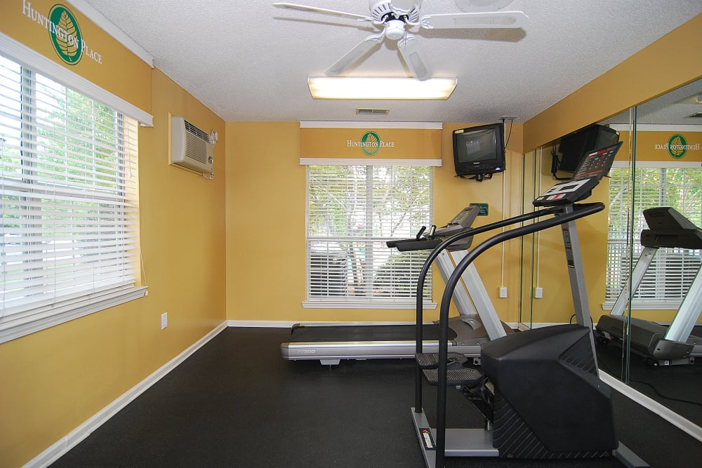 Huntington Place offers a beautiful fitness center in Columbia, South Carolina