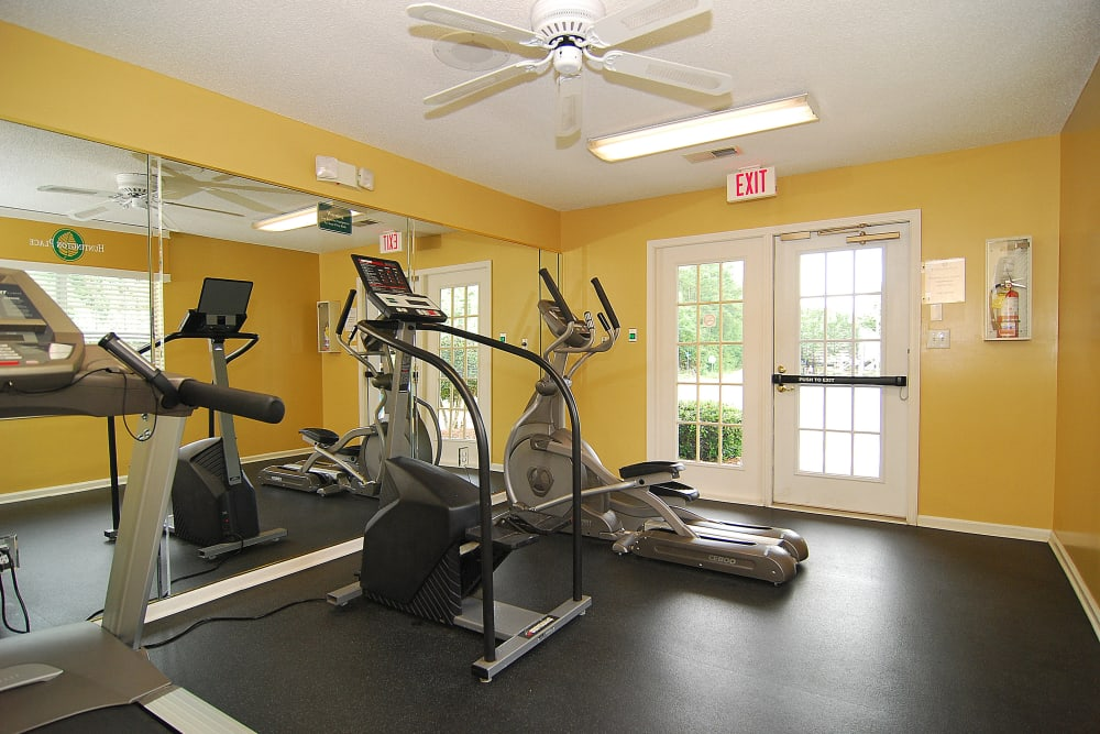 Fitness center at Huntington Place Apartments in Columbia, SC