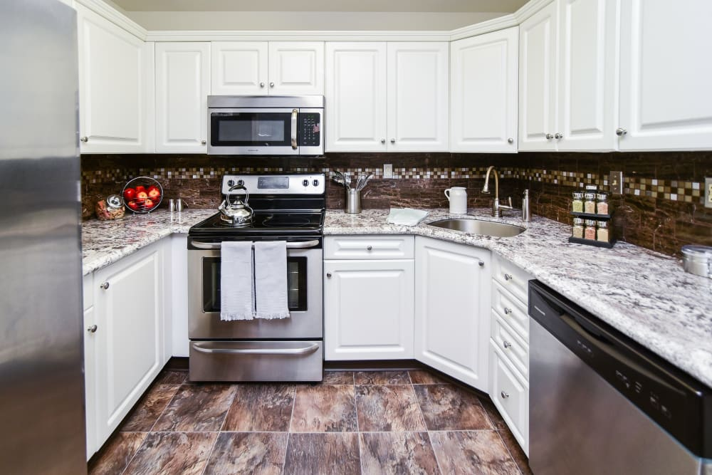 Fully Equipped Kitchen at Abrams Run Apartment Homes in King of Prussia, PA