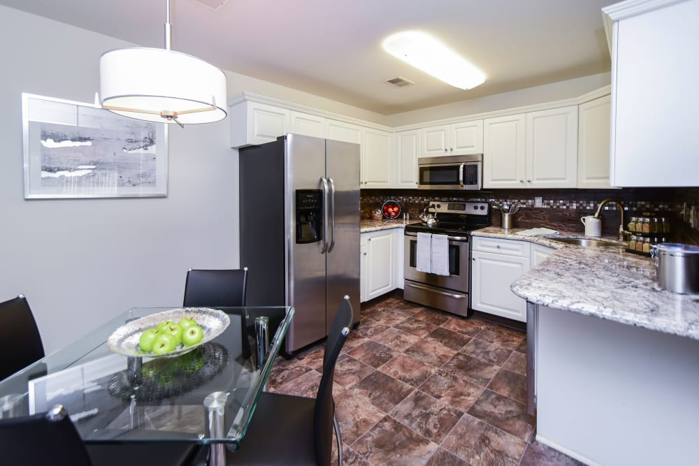 Abrams Run Apartment Homes offers a kitchen in King of Prussia, PA