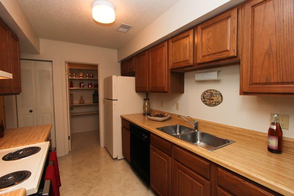 Village Green offers a kitchen in Evansville, Indiana