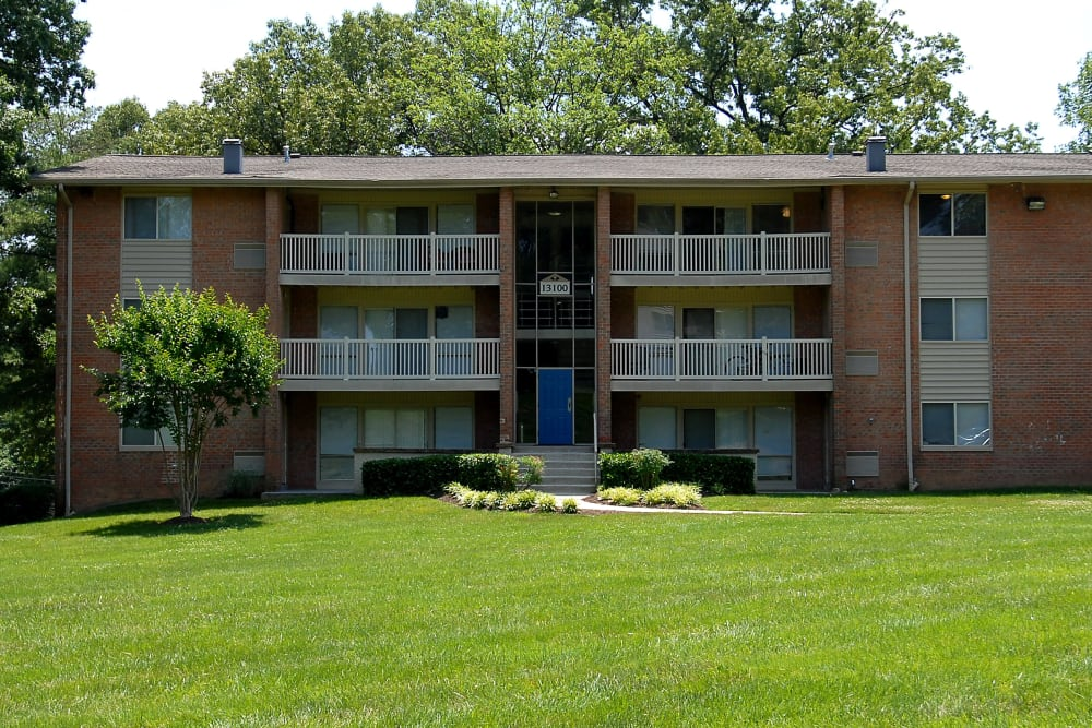 Exterior view of the Parke Laurel Apartment Homes buildings in Laurel, Maryland