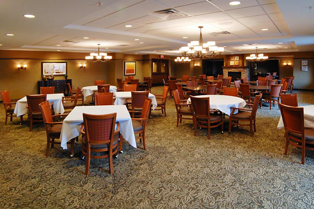 The dining hall at The Glenn Minnetonka