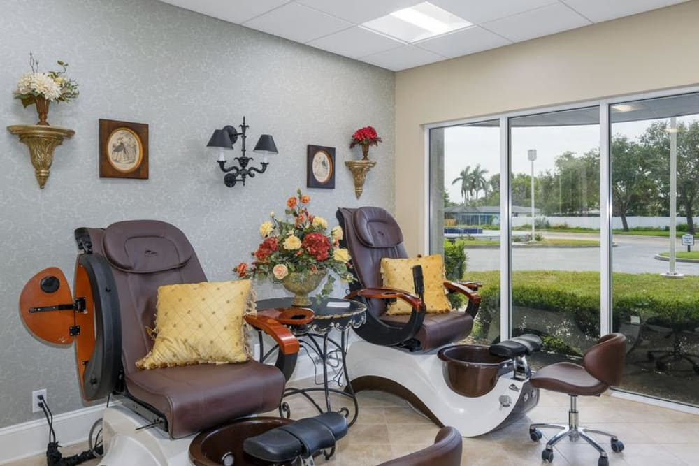 Barbershop at Grand Villa of Fort Myers in Florida