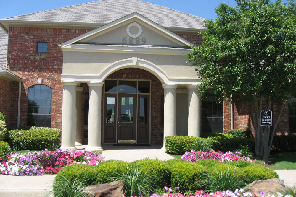 Our apartments & townhomes in North Richland Hills, TX showcase beautiful walking paths