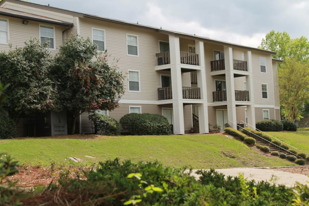 The Abbey at Riverchase apartment building in Hoover, AL