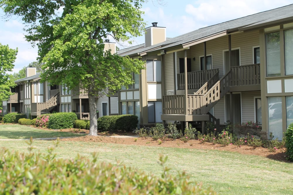 Beautiful apartments and well-kept lawn at The Abbey at Riverchase