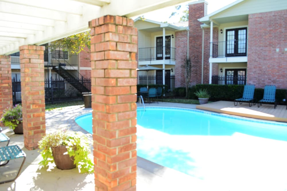 The Abbey at Montgomery Park poolside in Conroe, TX