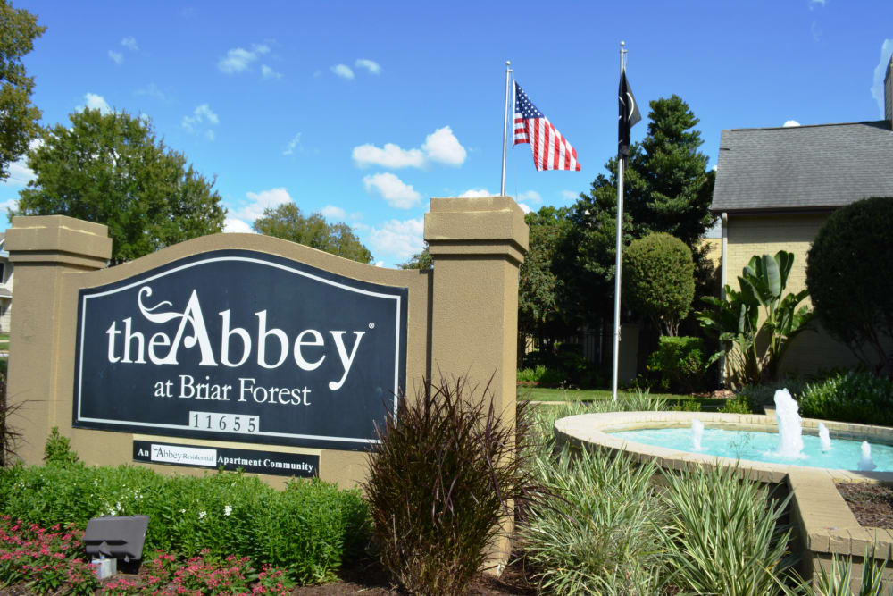 Front entrance to The Abbey at Briar Forest in Houston, TX