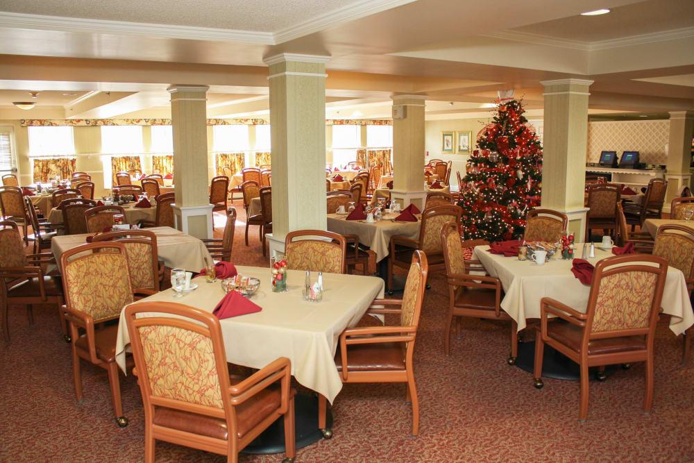 A dining hall at Someren Glen