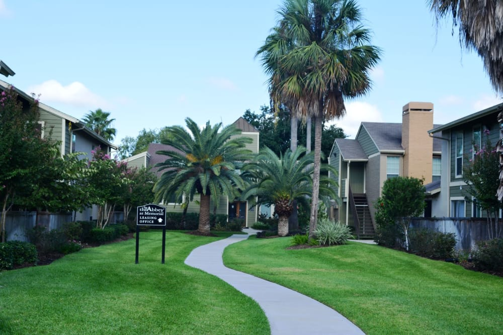 Landscape and apartment buildings at The Abbey at Memorial in Houston