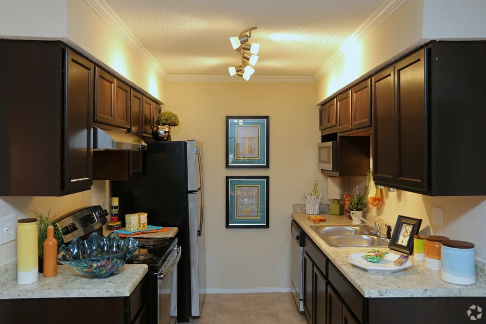 Fully equipped kitchen at The Abbey at Northlake apartments