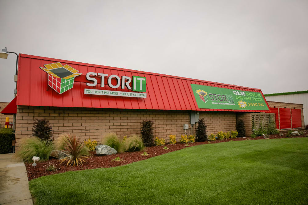 External view of Stor It Self Storage in Visalia