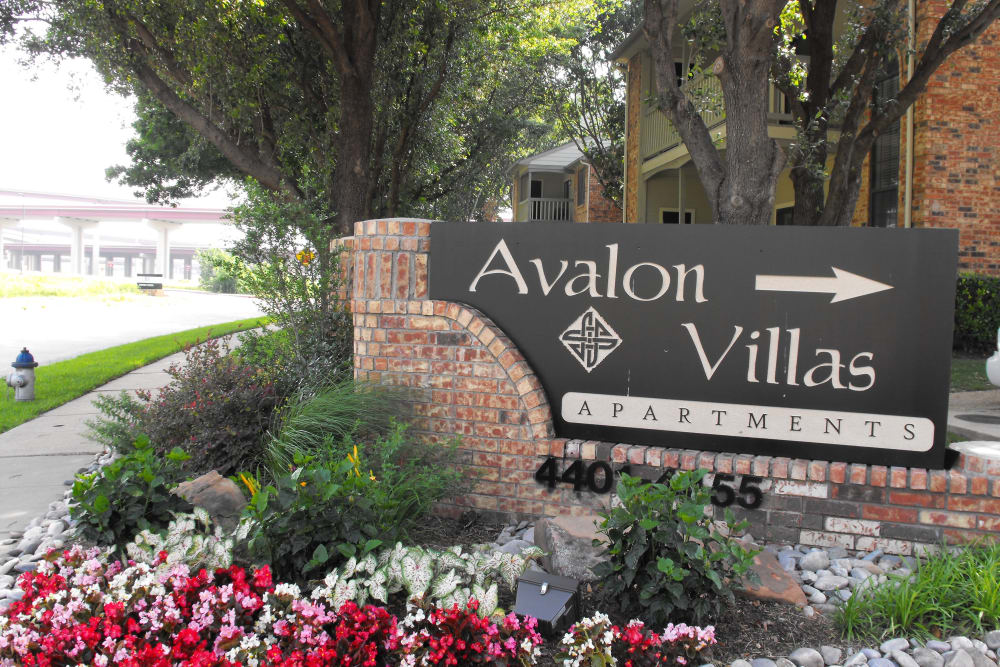 Welcome sign at Avalon Villas in Irving