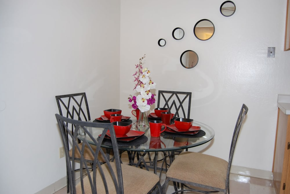 Dining area at Emerald Pointe apartments in Modesto, California