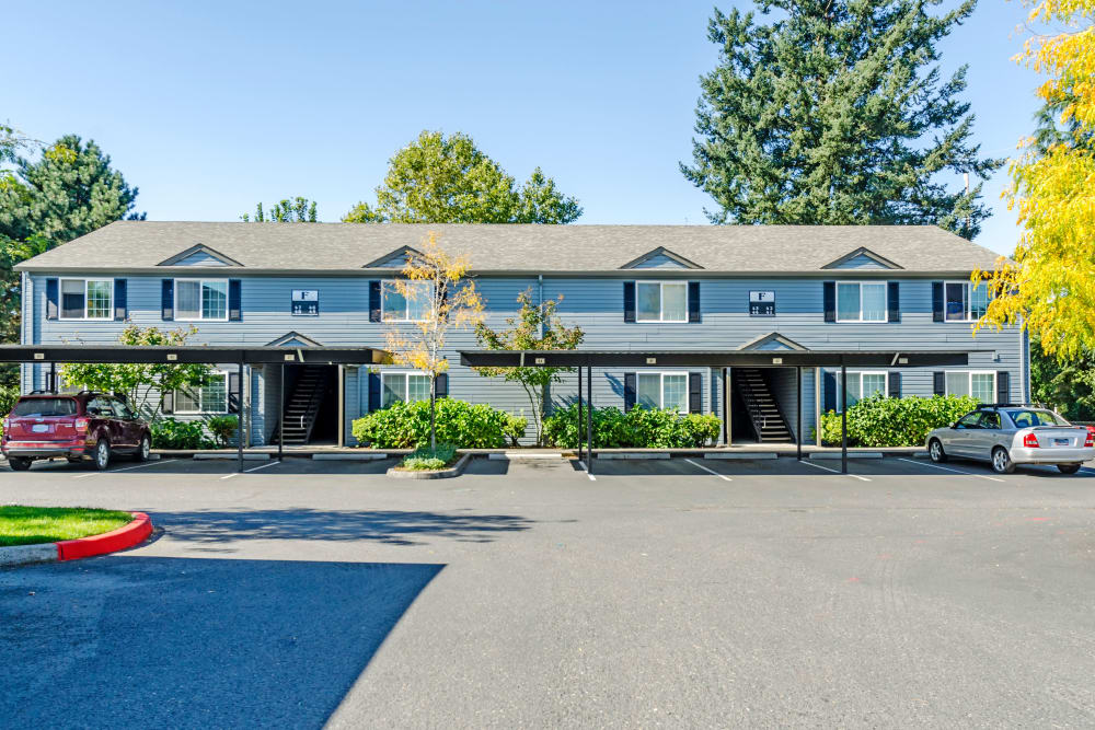 Front exterior of Madison Park Apartments In Vancouver, Washington