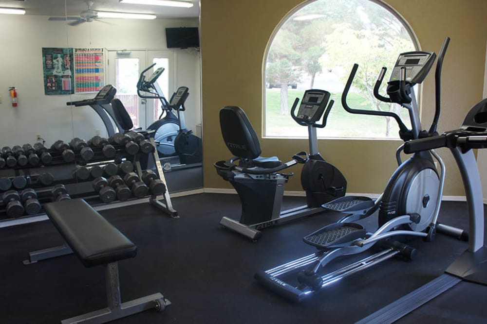 Fitness center at Cuestas Apartments
